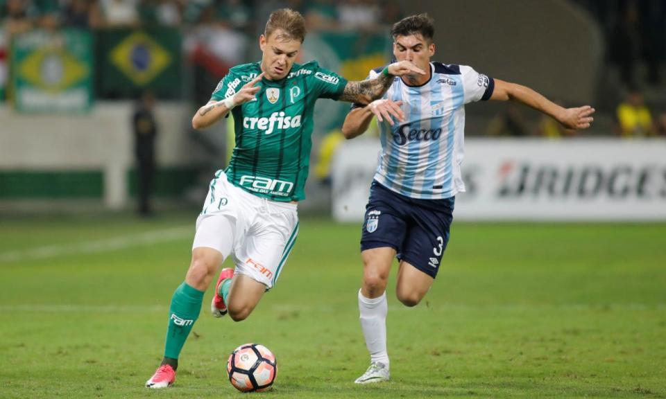 Atlético Mineiro confirma transferência de Róger Guedes para a China
