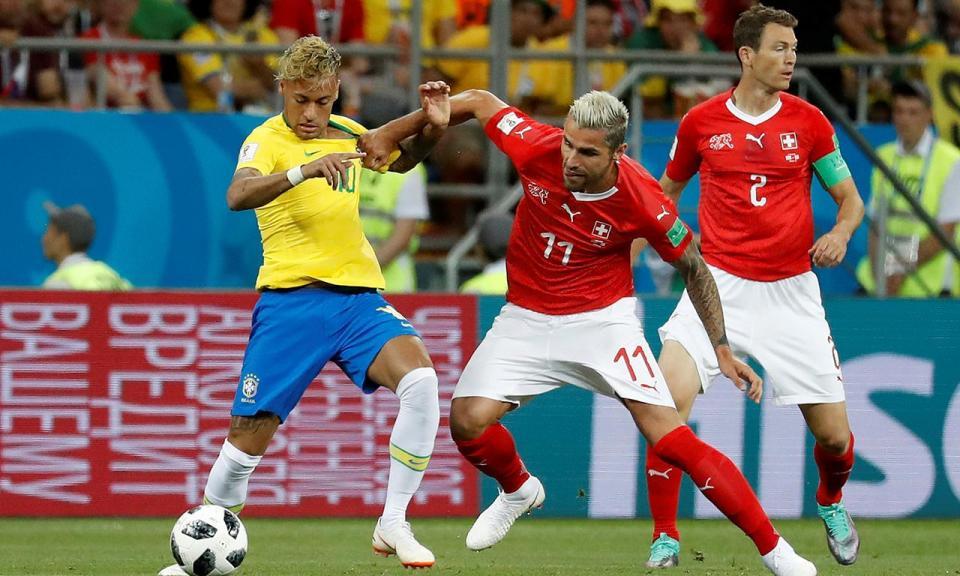Brasil: Neymar abandona treino por precaução