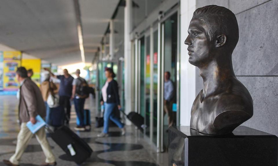 Busto de Cristiano Ronaldo no Aeroporto da Madeira foi substituído