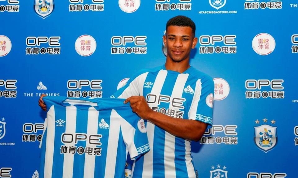 OFICIAL: Huddersfield contrata internacional sub-21 holandês