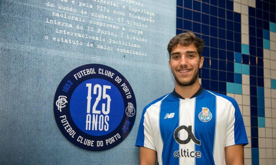 OFICIAL: FC Porto renova com Jorge Fernandes