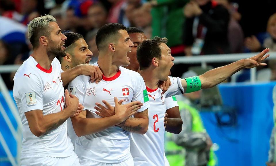 FIFA abre processos a Xhaka e Shaqiri pelo gesto da águia