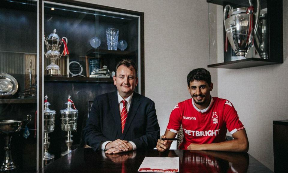 OFICIAL: Gil Dias assina pelo Nottingham Forest