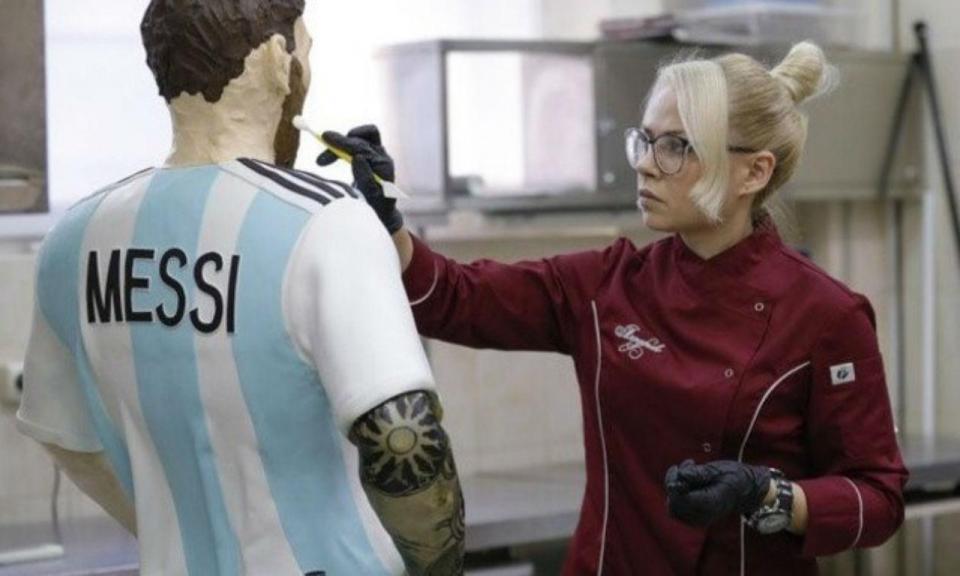 Pastelaria russa faz Messi de chocolate em tamanho real