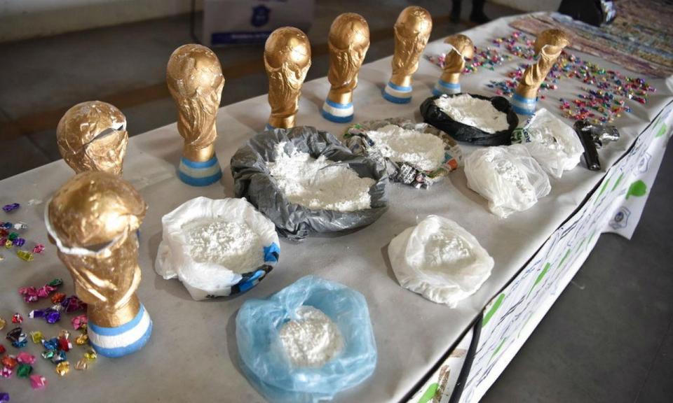 «Narcocampeones» traficavam droga em réplicas do troféu do Mundial
