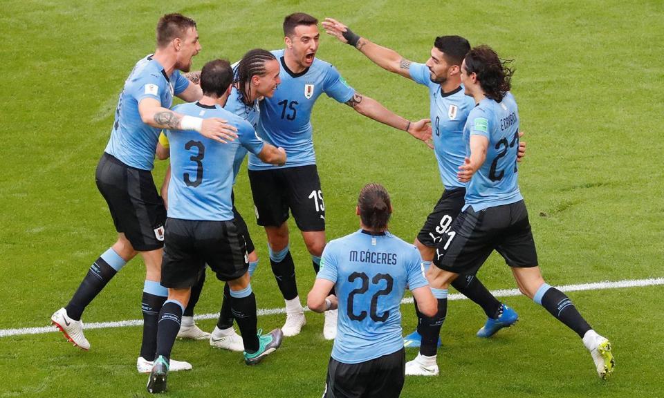 Uruguai: Giménez recuperado, Suarez e 'Cebola' Rodríguez na baliza