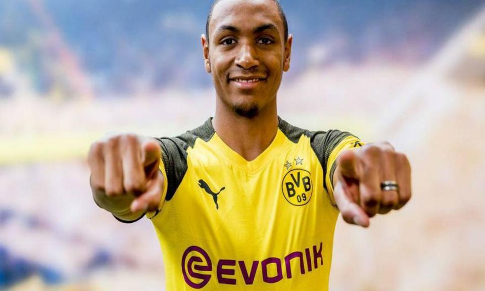 OFICIAL: Dortmund anuncia Abdou Diallo