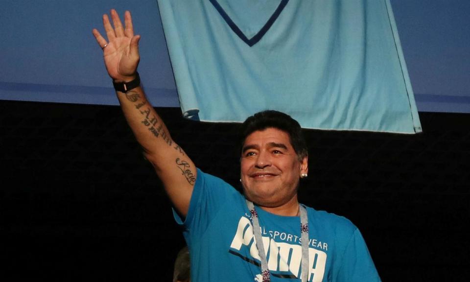 Maradona vai treinar o último clube em que Guardiola jogou