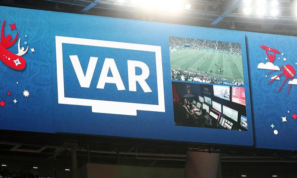 Nova categoria de VAR pode ser desempenhada por antigos árbitros