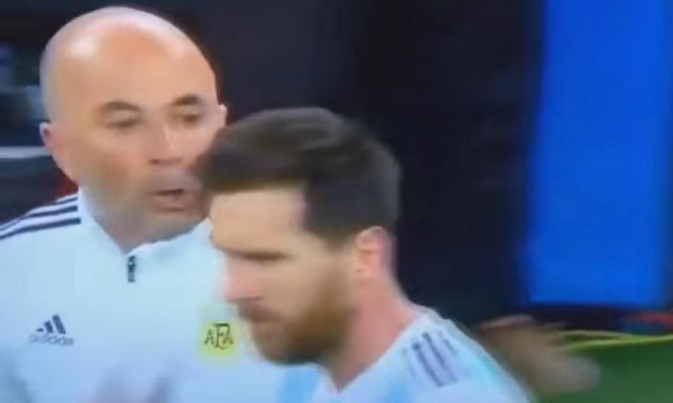 VÍDEO: Sampaoli pediu ajuda a Messi?