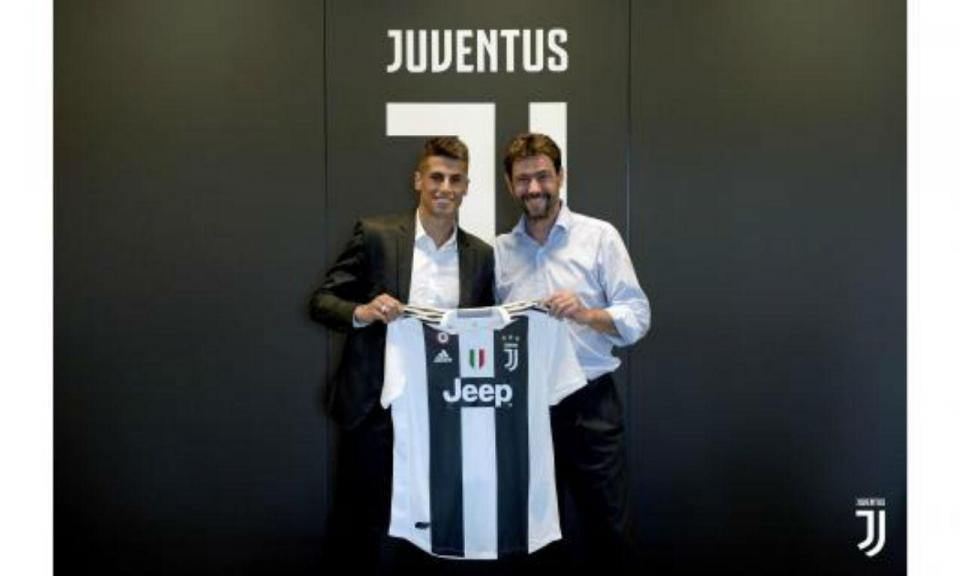OFICIAL: Cancelo assina por cinco épocas pela Juventus