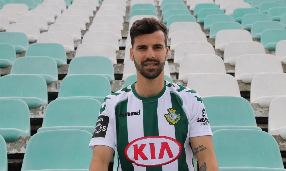 OFICIAL: Alex Freitas reforça V. Setúbal