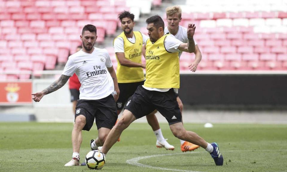 Benfica com treino bidiário nesta segunda-feira