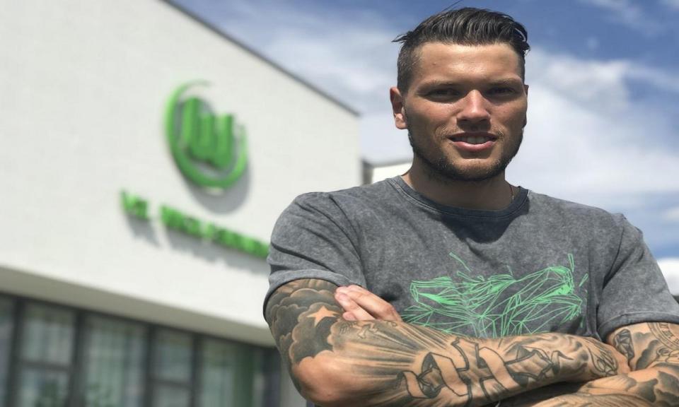Oficial: Wolfsburgo contrata avançado ao Estugarda