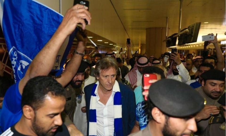 VÍDEO: Al-Hilal mostra treino de Jorge Jesus