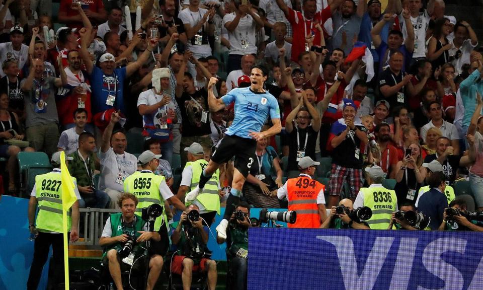 Cavani voltou a treinar na véspera do jogo com a França