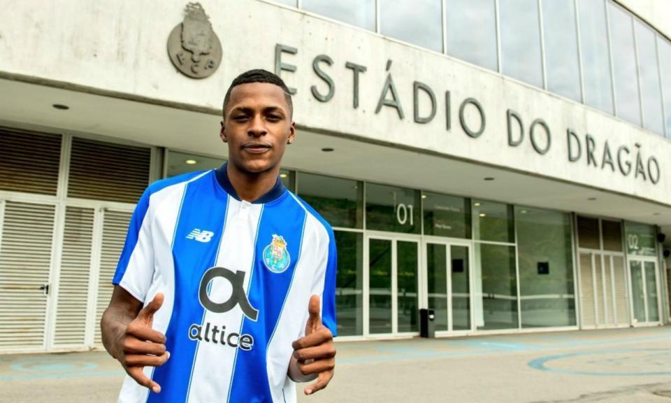 Ángel Torres assina contrato profissional com o FC Porto