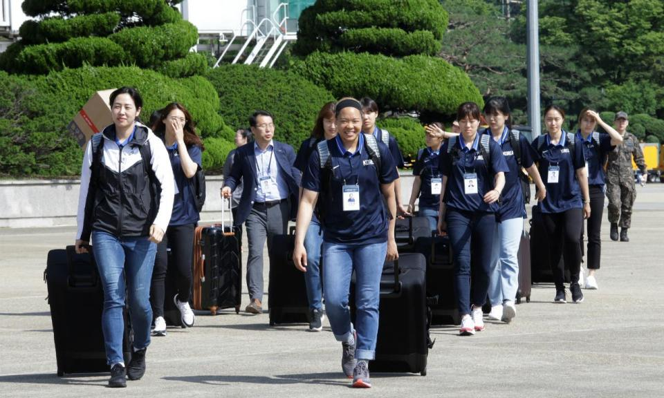 Equipas de basquetebol da Coreia do Sul jogam na Coreia do Norte