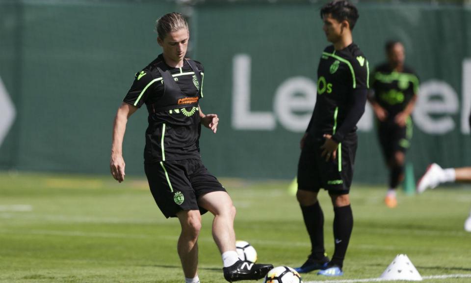 Benfica inscreve Rakip e Ryan Gauld reforça Farense