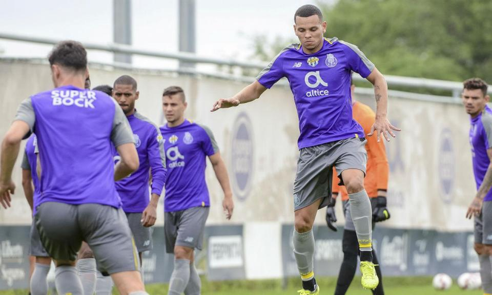 FC Porto  Portimonense exige regresso de Ewerton e Paulinho ... 35160e3882cc2