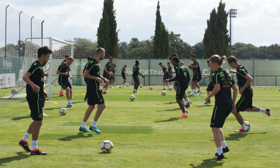 Sporting: Stojkovic integrado em treino com Sousa Cintra presente