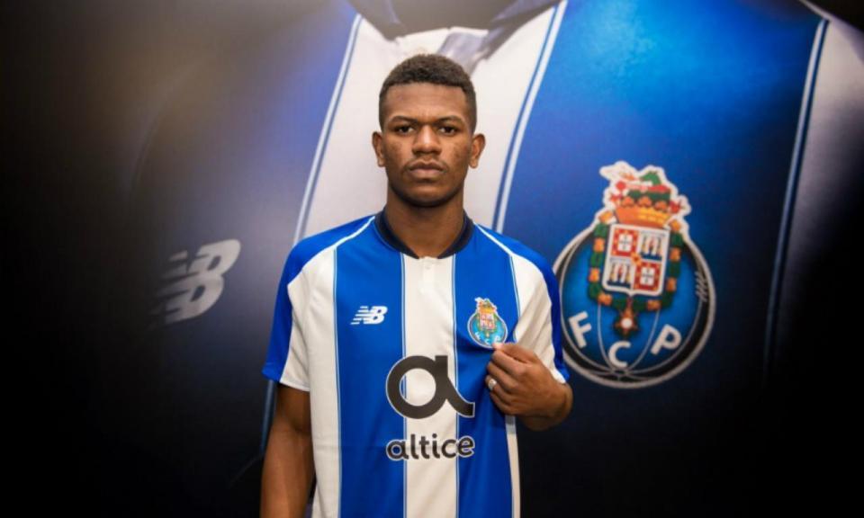 FC Porto anuncia médio brasileiro de 20 anos