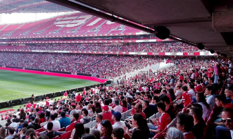 Mais de 10 mil adeptos assistem a treino aberto do Benfica