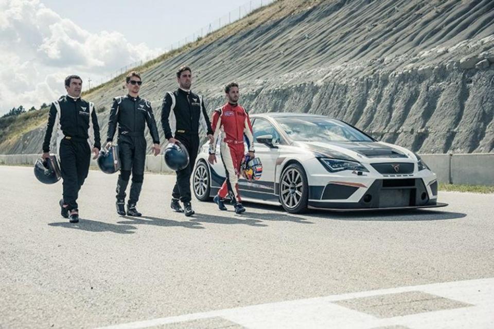 Vídeo: Lorenzo e Dovizioso testaram Cupra TCR
