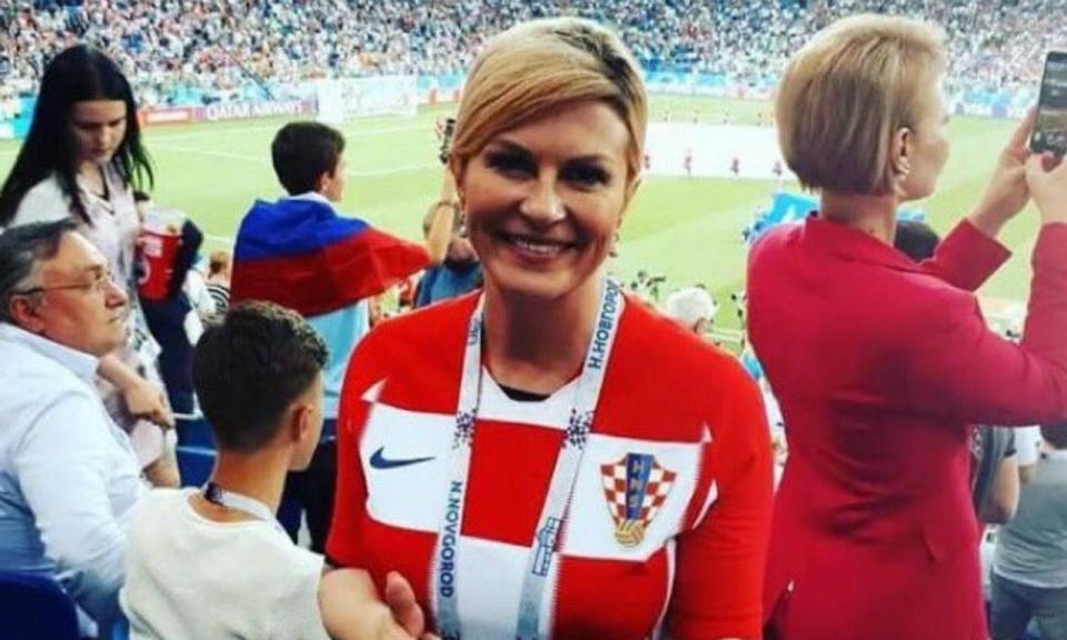 VÍDEO: as felicitações da presidente da Croácia no balneário da seleção
