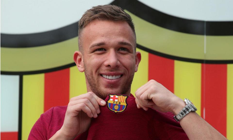Arthur no Barcelona: «É uma honra que me comparem a Xavi e Iniesta»