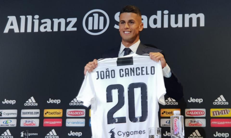 Juventus: João Cancelo já foi operado a fratura no nariz