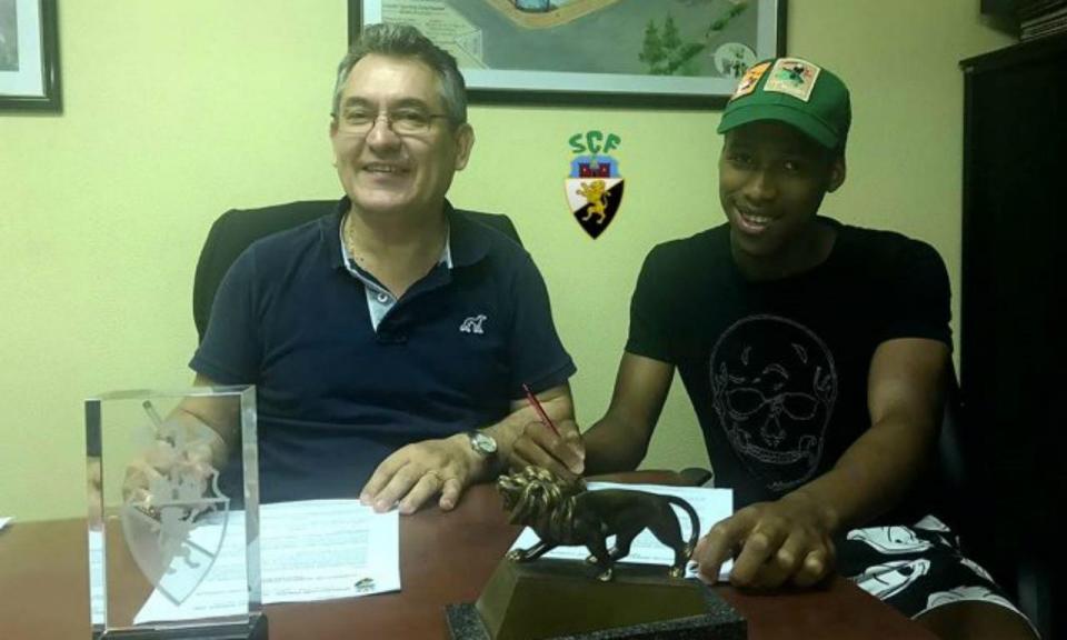 OFICIAL: Mihlali Mayambela reforça Farense