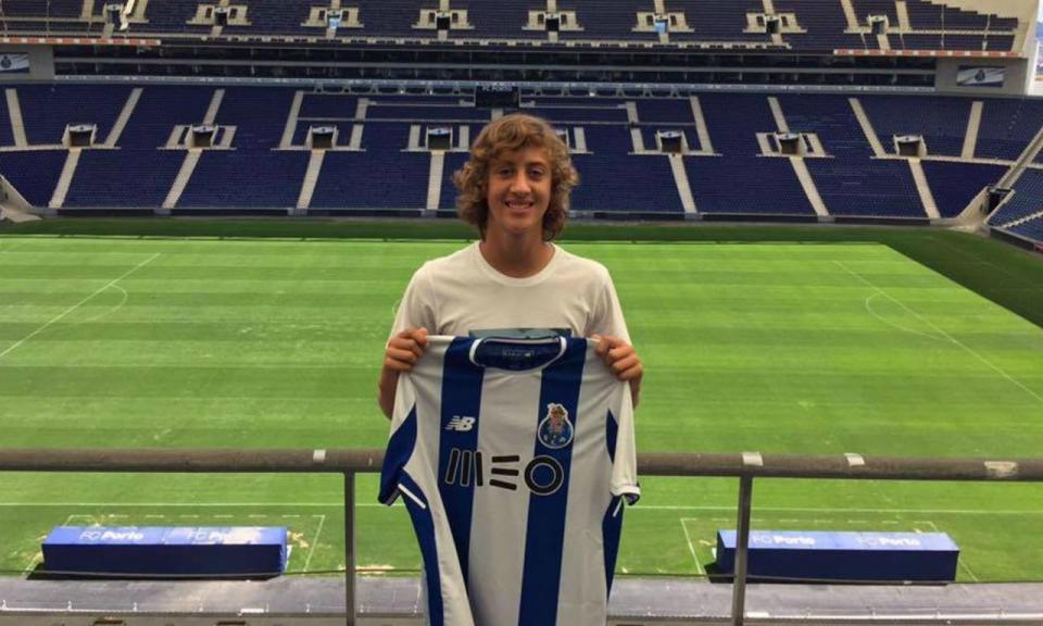 Fábio Silva assina por três anos pelo FC Porto