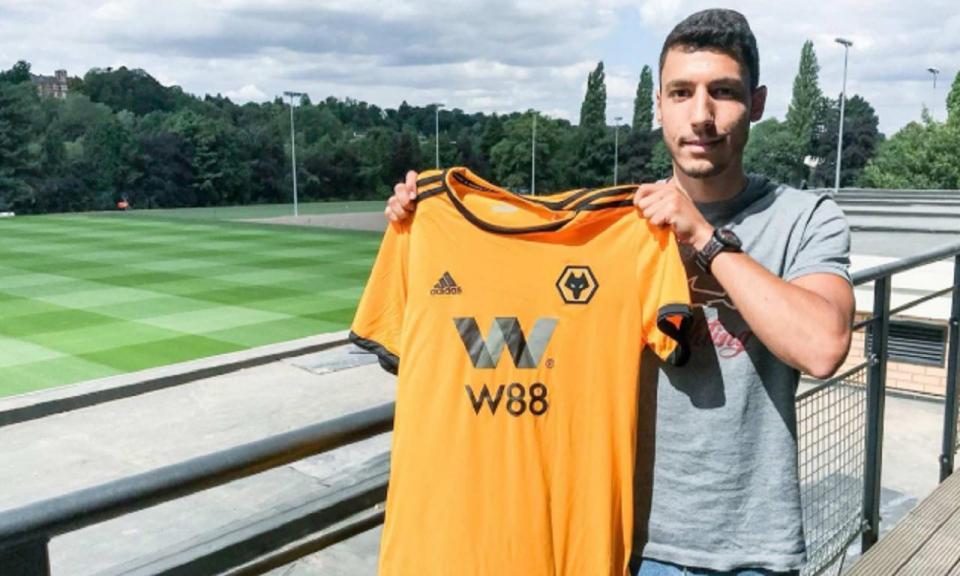 Wolverhampton contrata português em fim de contrato com o Liverpool