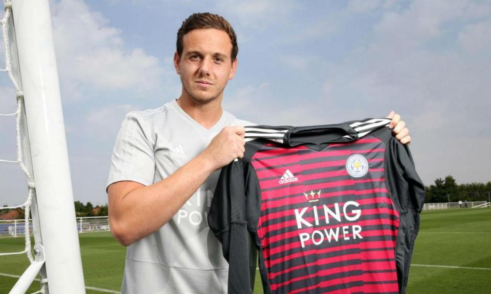 Após chegada de Alisson, Liverpool vende guarda-redes ao Leicester