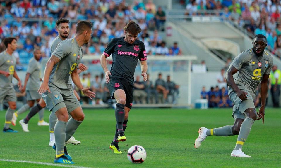 FC Porto-Newcastle (onzes): Diogo Leite titular na defesa