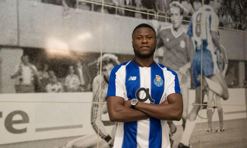 FC Porto: Mbemba viajou com a equipa para Lisboa