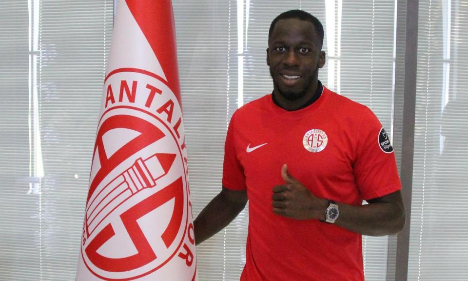 OFICIAL: Aly Cissokho (ex-FC Porto) muda de clube na Turquia