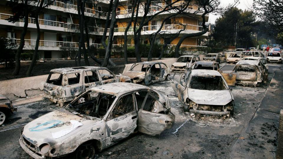 Incêndios na Grécia: «As cinzas colam-se à nossa roupa»