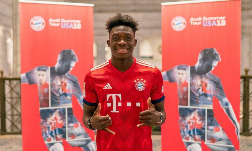 Treinador do Bayern confirma aposta imediata em canadiano de 17 anos