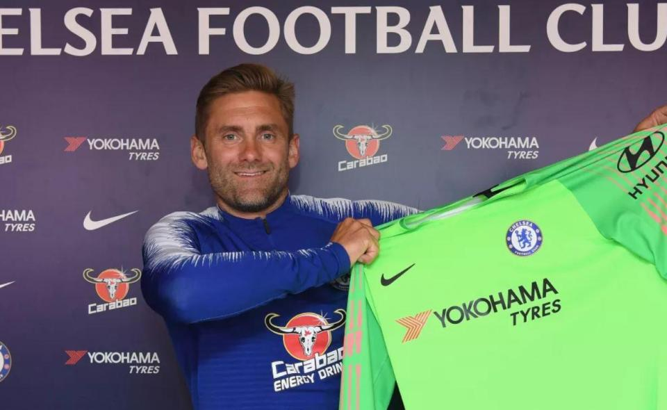OFICIAL: Chelsea contrata guarda-redes de 38 anos