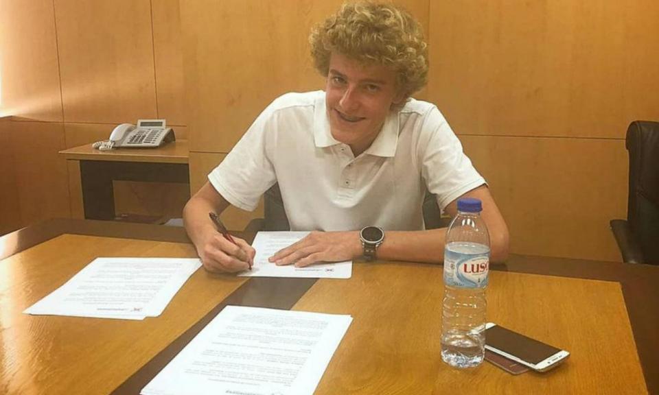 Belenenses: filho de Van der Gaag assina contrato profissional