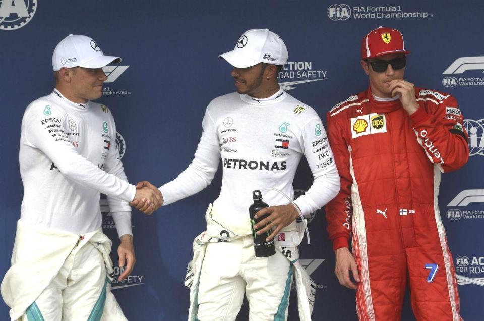 """Hamilton: """"Temos de criar uma parede para os Ferrari"""""""