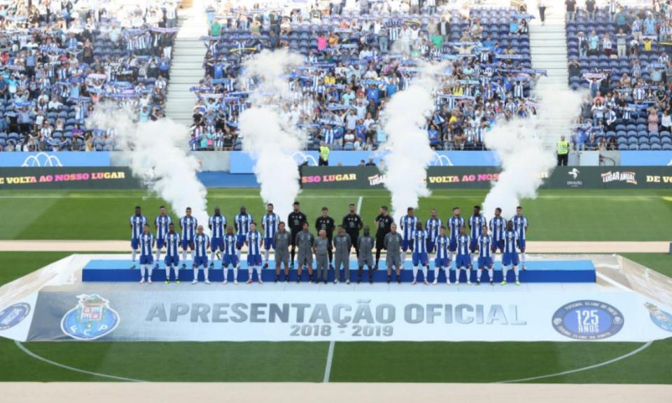FC Porto  Diogo Leite e Adrián entre os 26 jogadores apresentados ... 3b079bf6e0f48