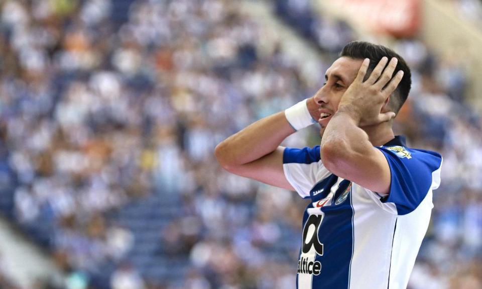 VÍDEO: colegas do FC Porto «gozam» com as orelhas de Herrera