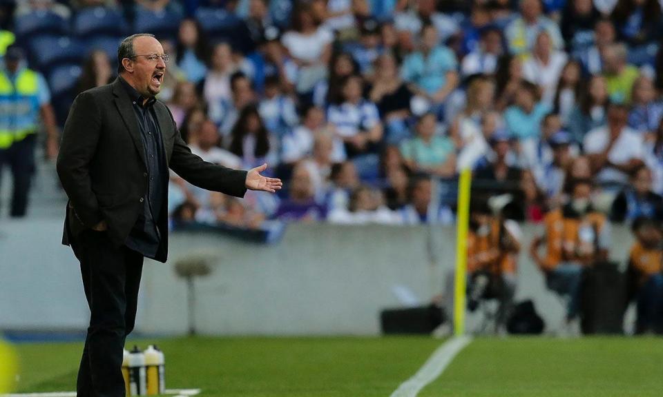 Benitez: «Em Inglaterra não entendem as regras do futebol»