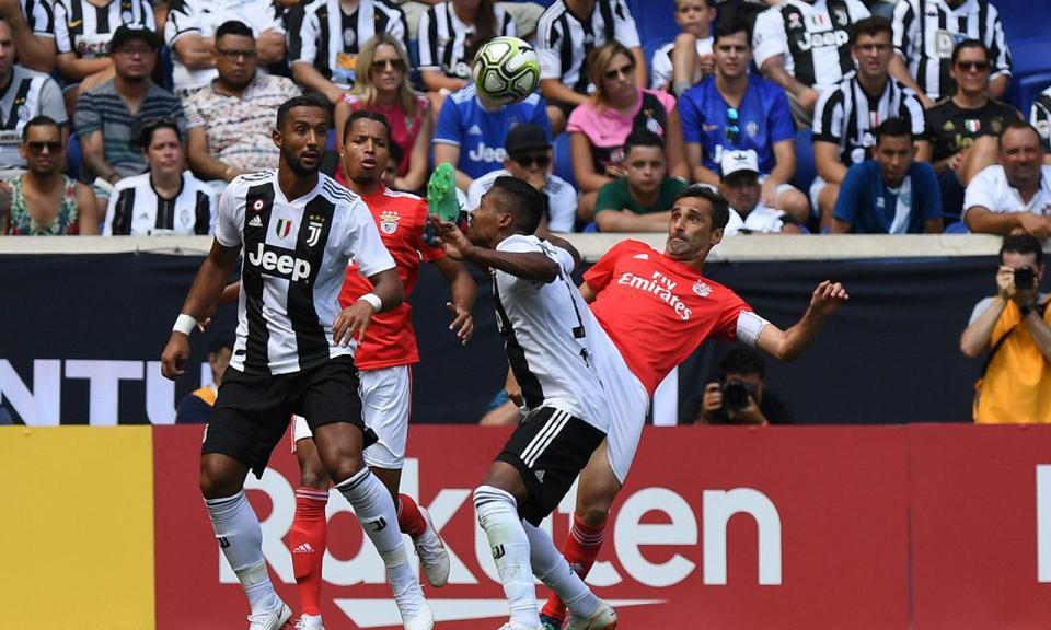 Benfica: Jonas mantém-se no boletim clínico com «lombalgia»