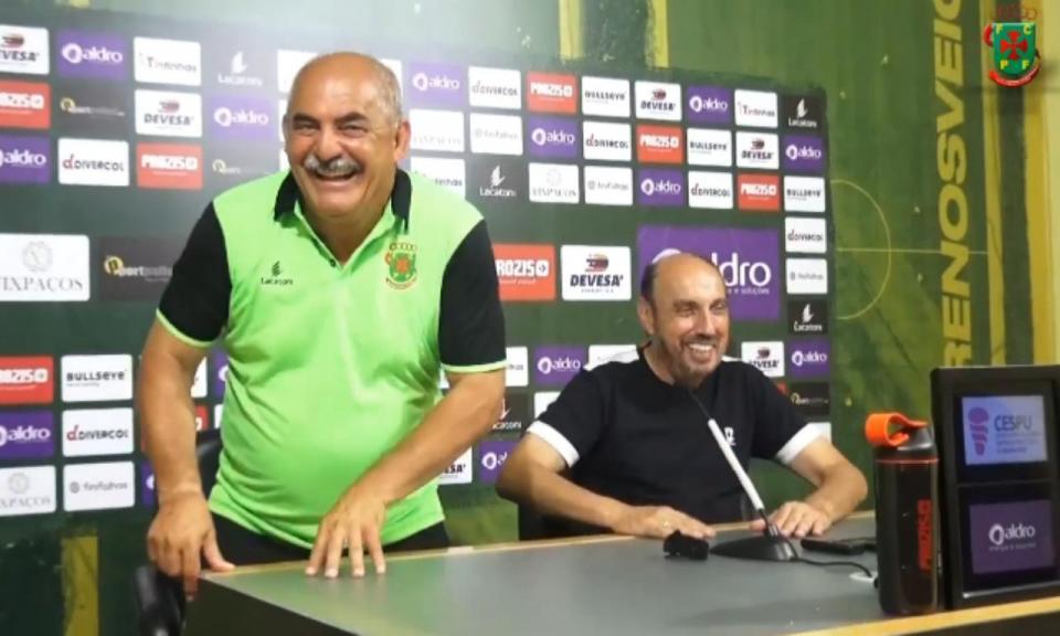 VÍDEO: Vítor Oliveira e Cajuda lado a lado no fim do Paços-Ac. Viseu