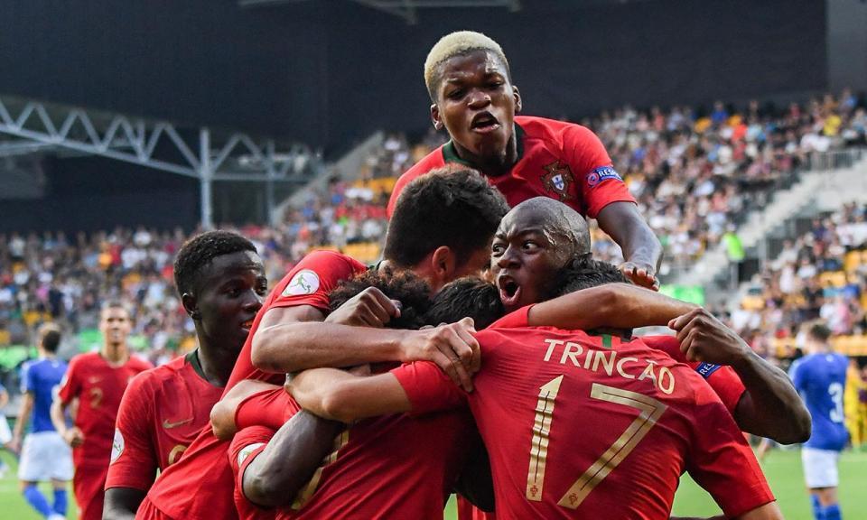 Sp. Braga renova com três campeões europeus