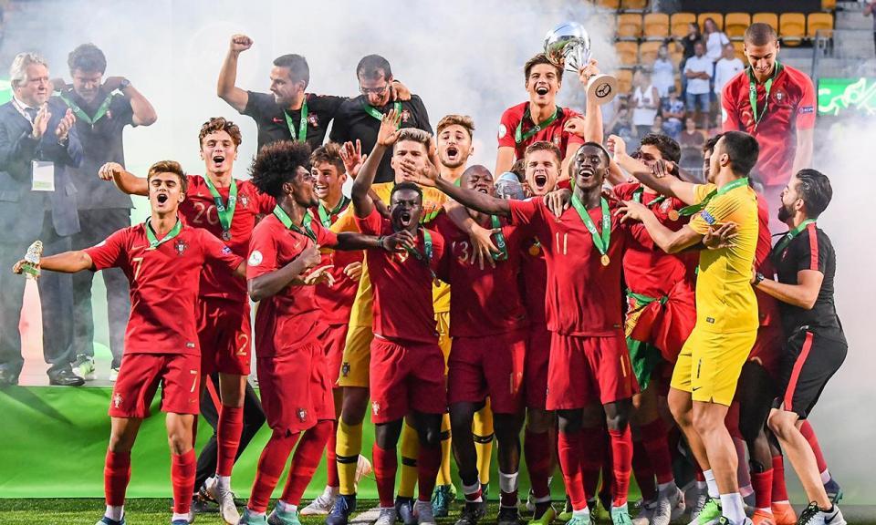 Euro sub-19: quatro portugueses no onze do torneio, três no banco
